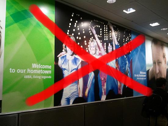Cartel de Bienvenida de ABBA en el Aeropuerto de Estocolmo fue quitado por petición de Benny Andersson.